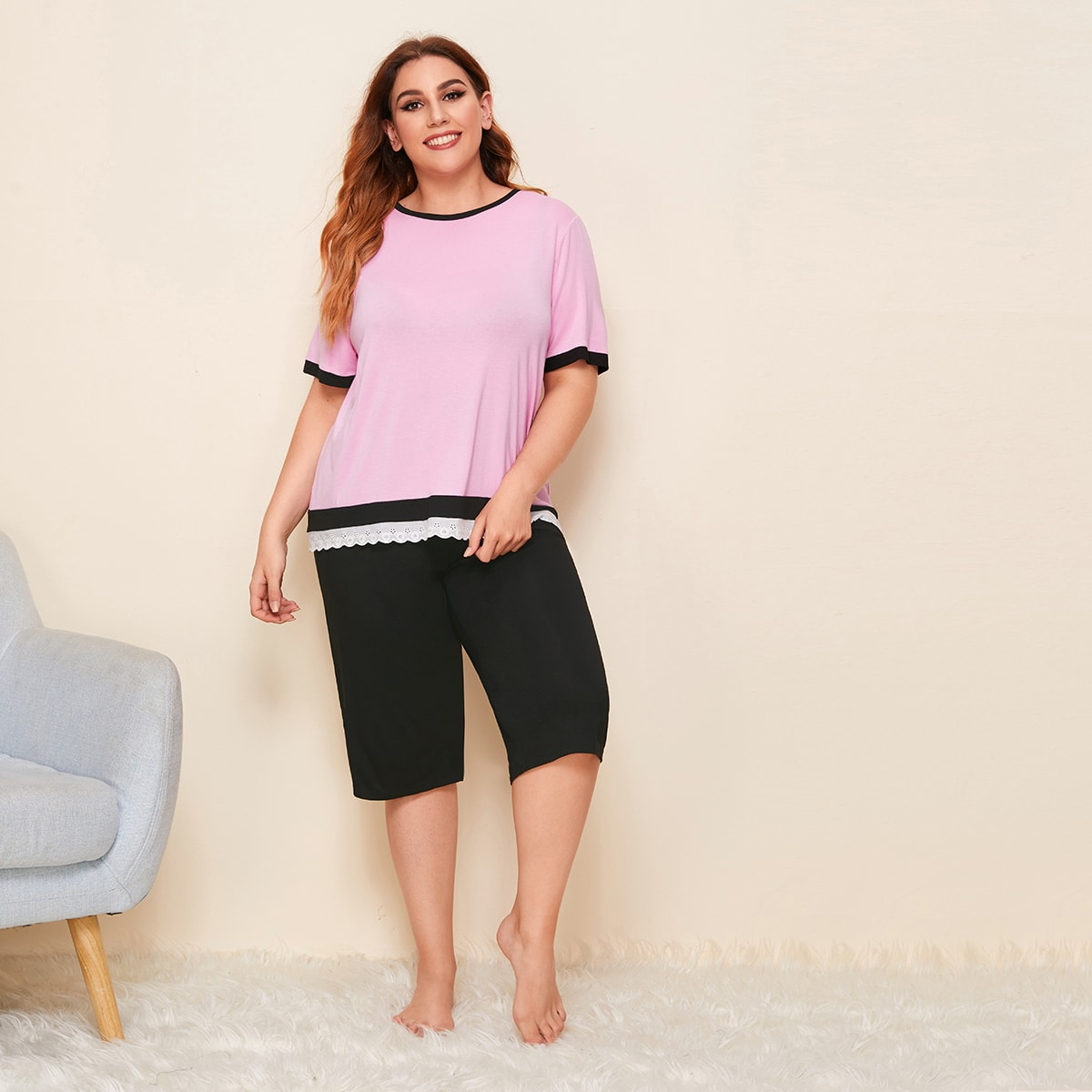 Пижама размера плюс с вышивкой и спущенным рукавом фото