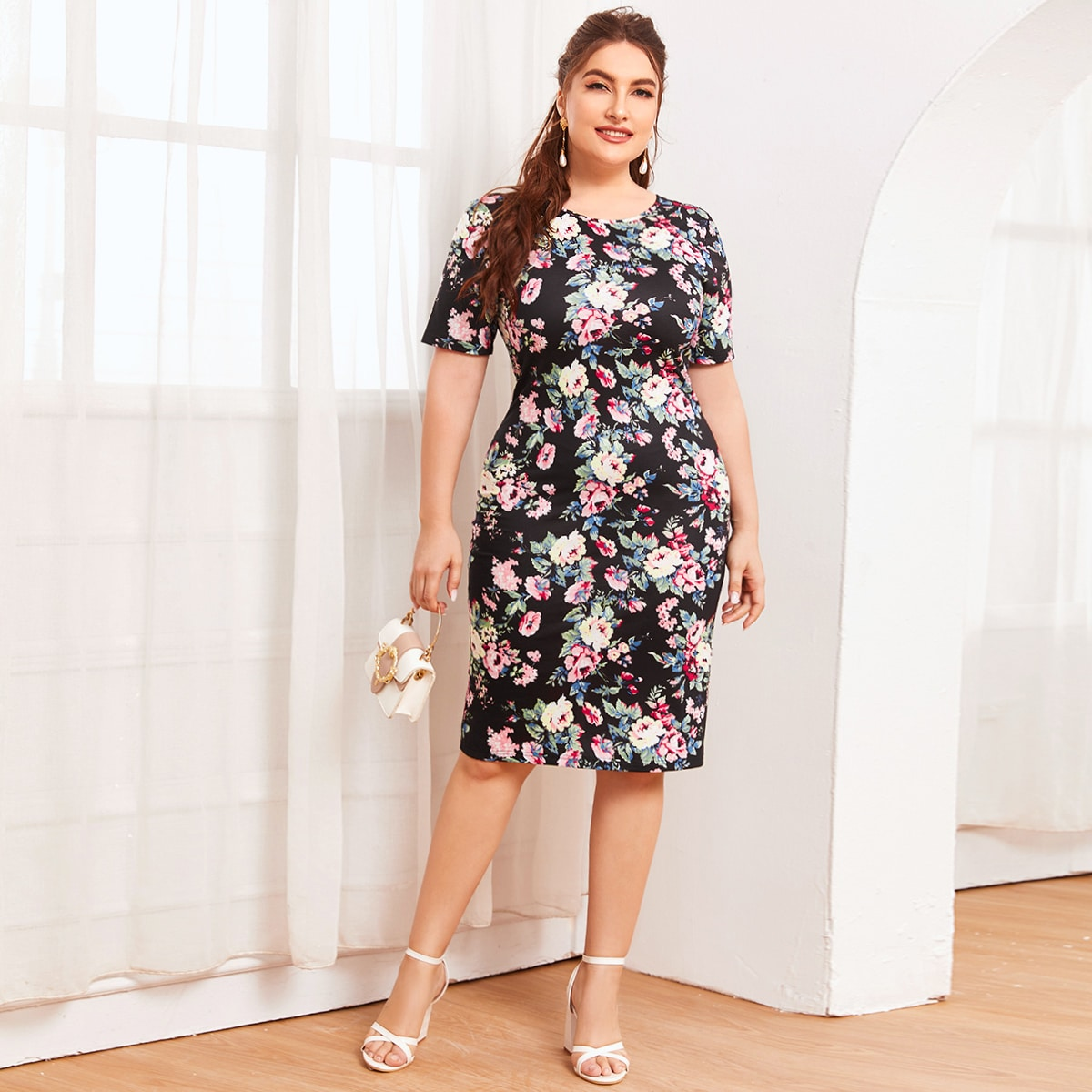 Платье размера плюс с цветочным принтом фото