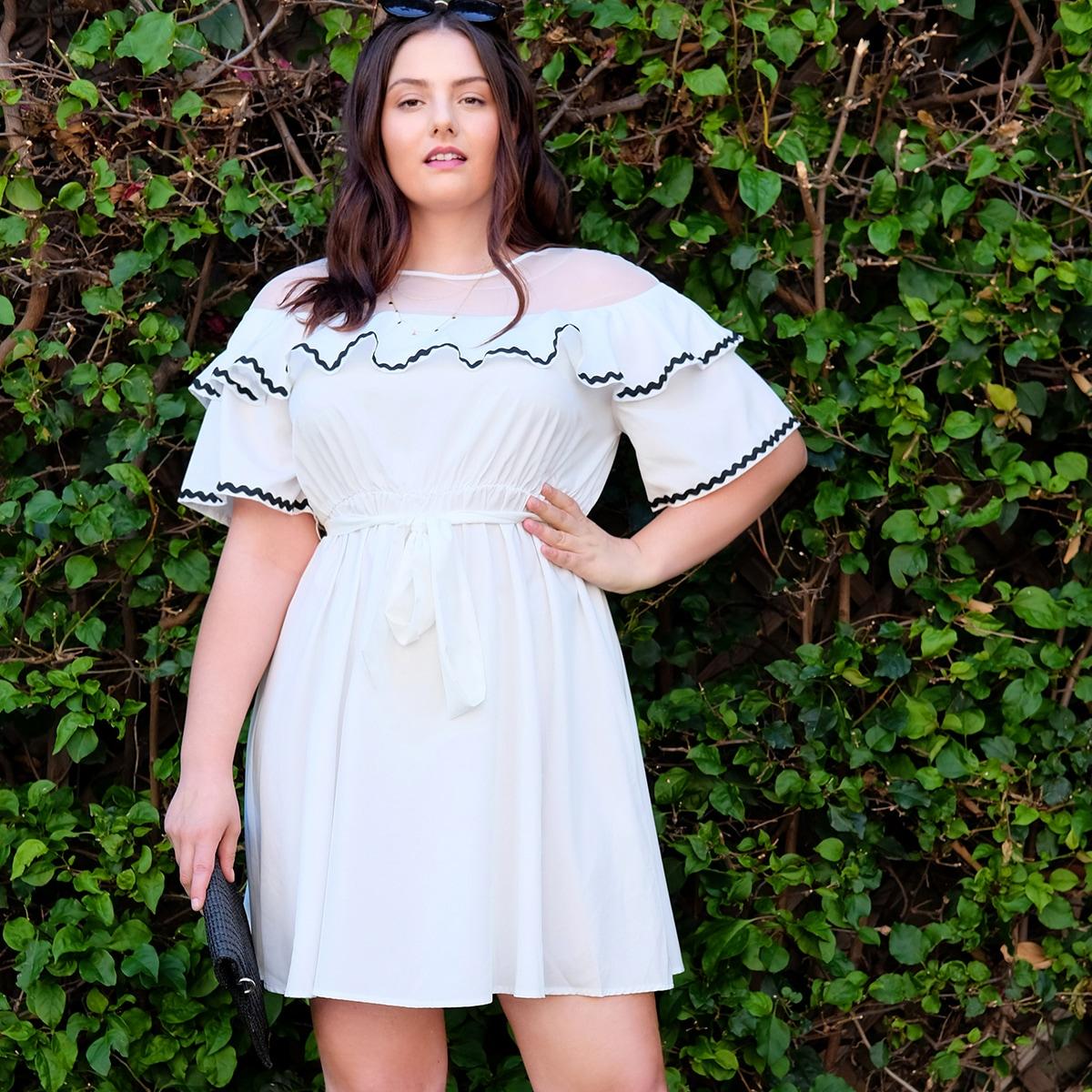 Платье размера плюс с сетчатой вставкой и оборками фото