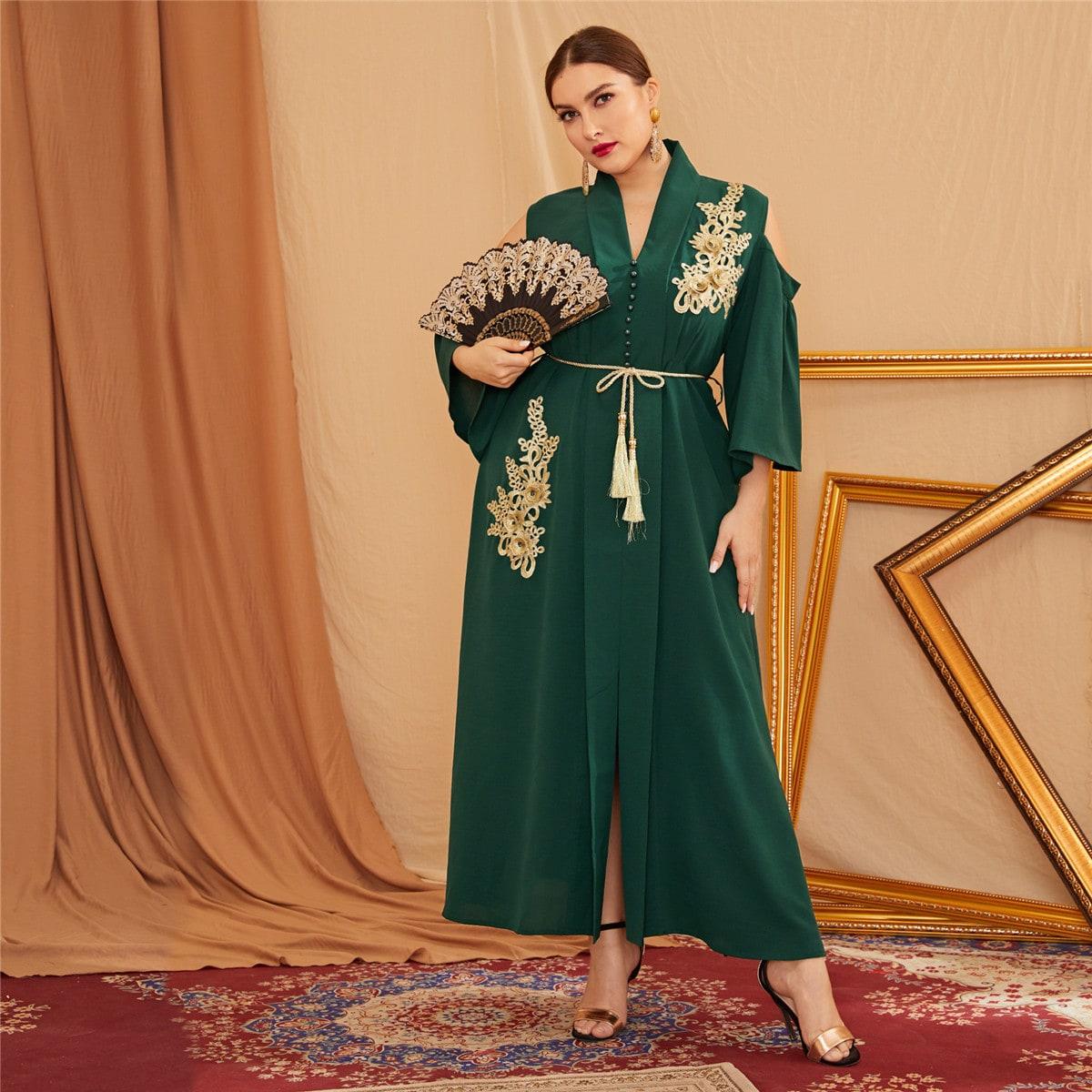 SHEIN / Schulterfreies Kleid mit Applikation, Schalkragen und Schlitz
