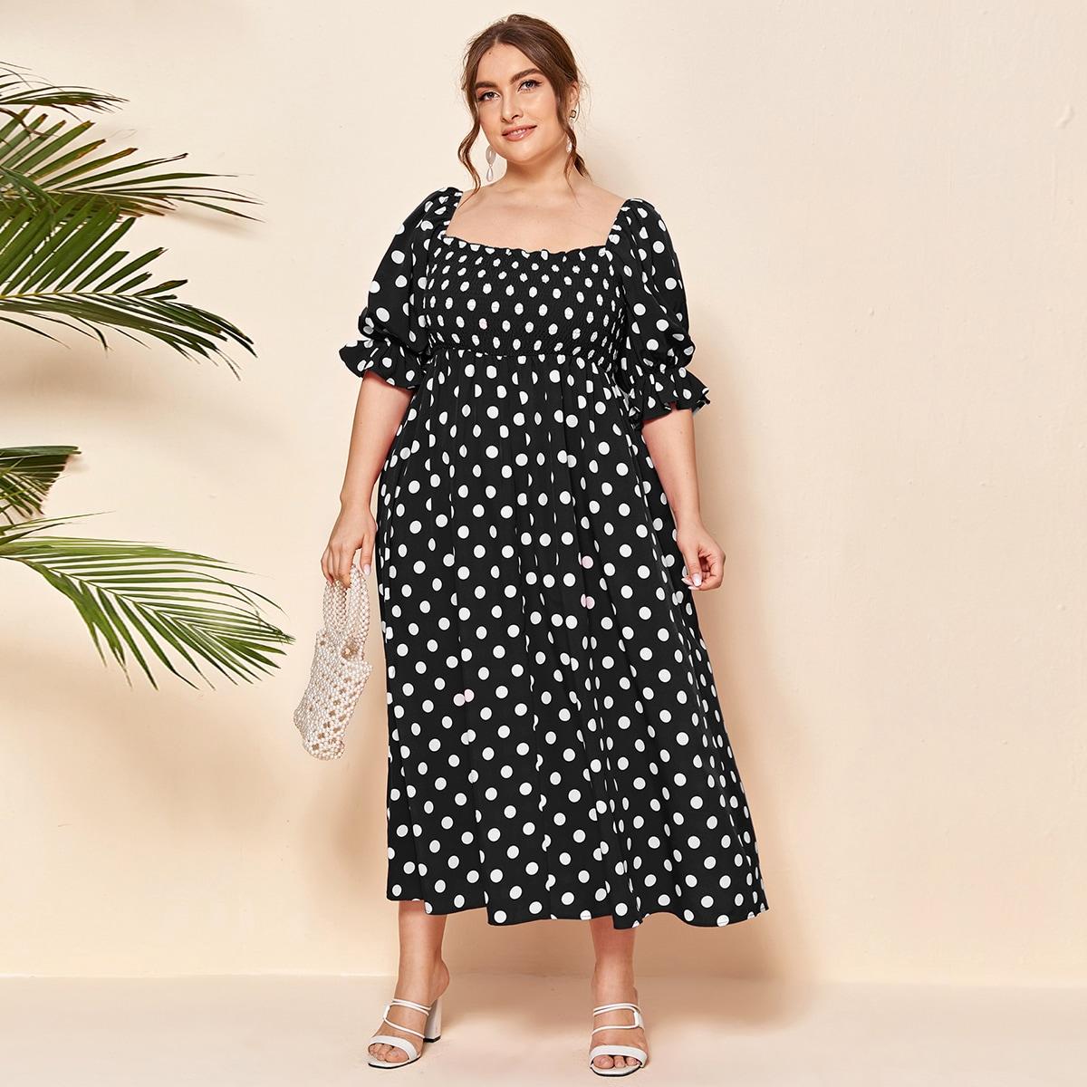 Платье размера плюс в горошек с рукавом колокол фото