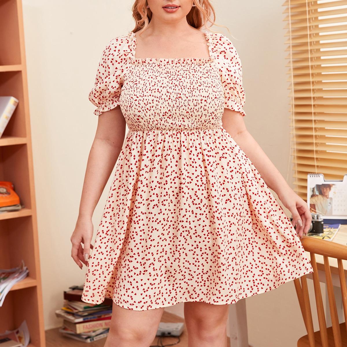 Платье размера плюс с пышными рукавами и сердечным принтом фото