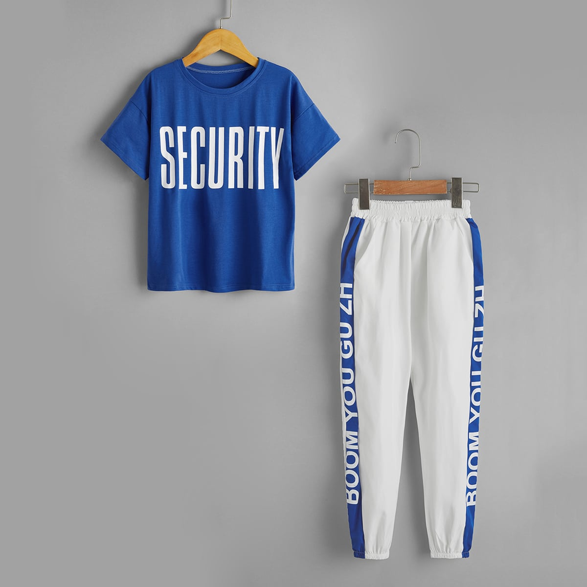 Футболка с текстовым принтом и контрастные спортивные брюки для мальчиков от SHEIN