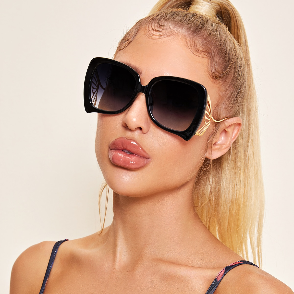 Солнечные очки в форме бабочки фото