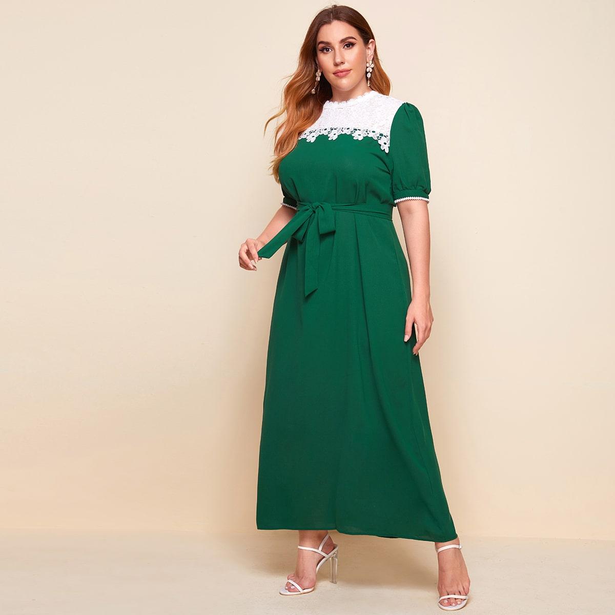Платье размера плюс с поясом и кружевом фото