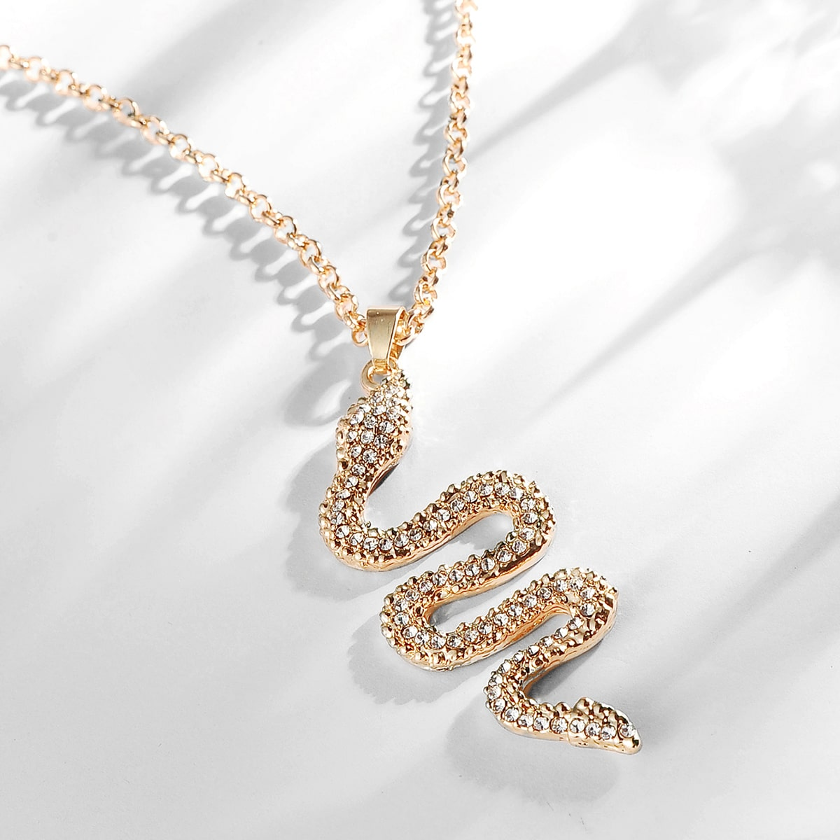 Мужское ожерелье с змеей и стразами от SHEIN