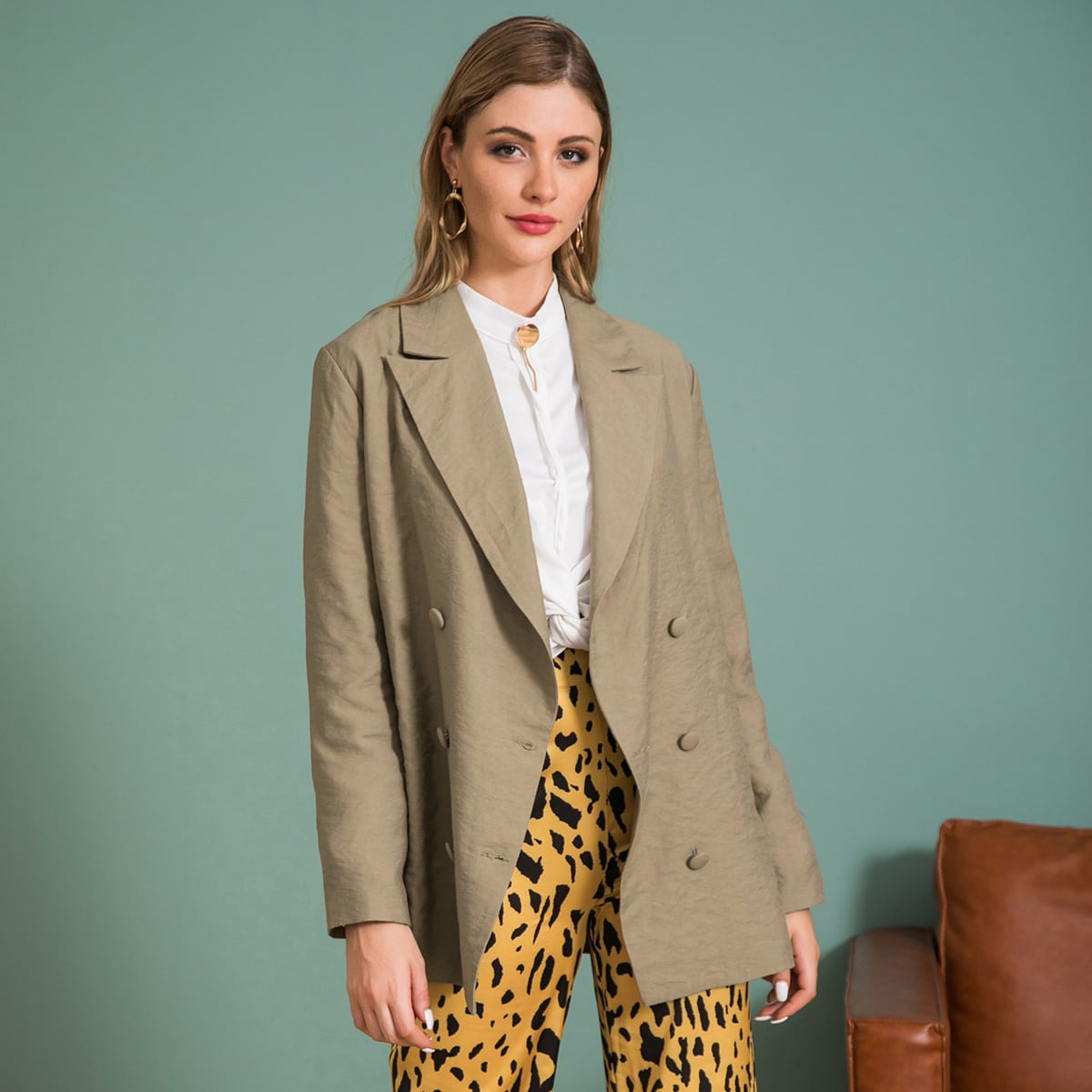 Однотонный пиджак с пуговицами от SHEIN