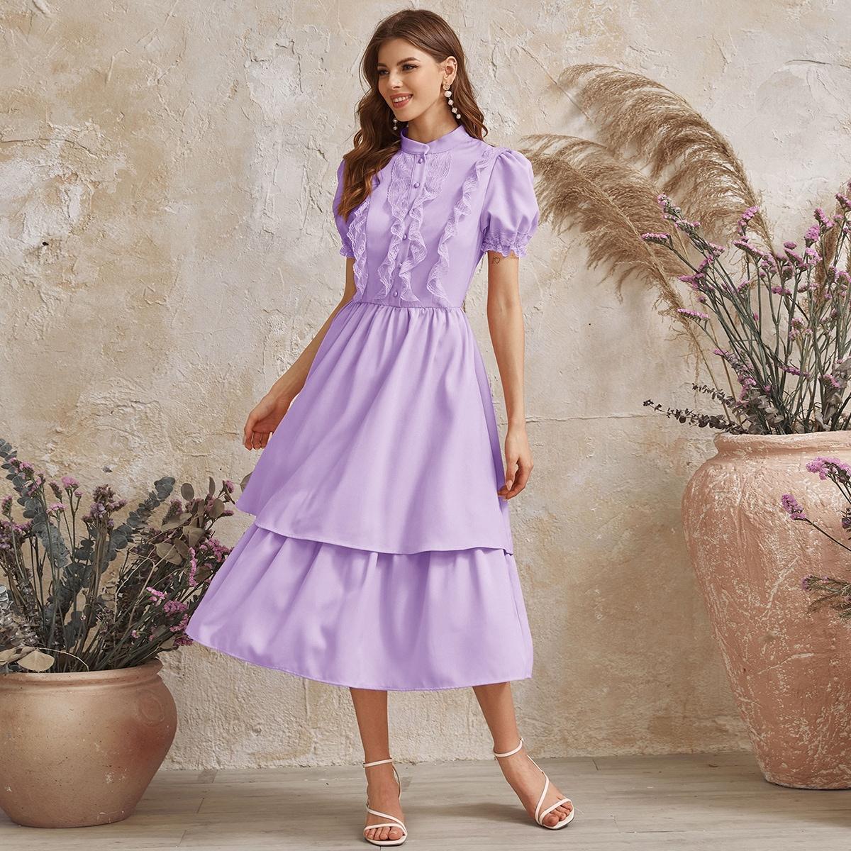 Платье с кружевной отделкой, пышным рукавом и многослойными оборками