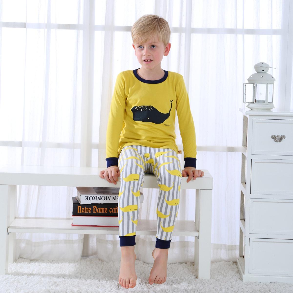 многоцветный Контрастная отделка Полоска милый Домашняя одежда для мальчиков от SHEIN