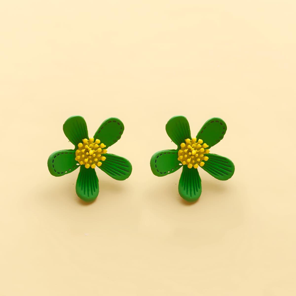 Серьги-гвоздики в форме цветка для девочек фото