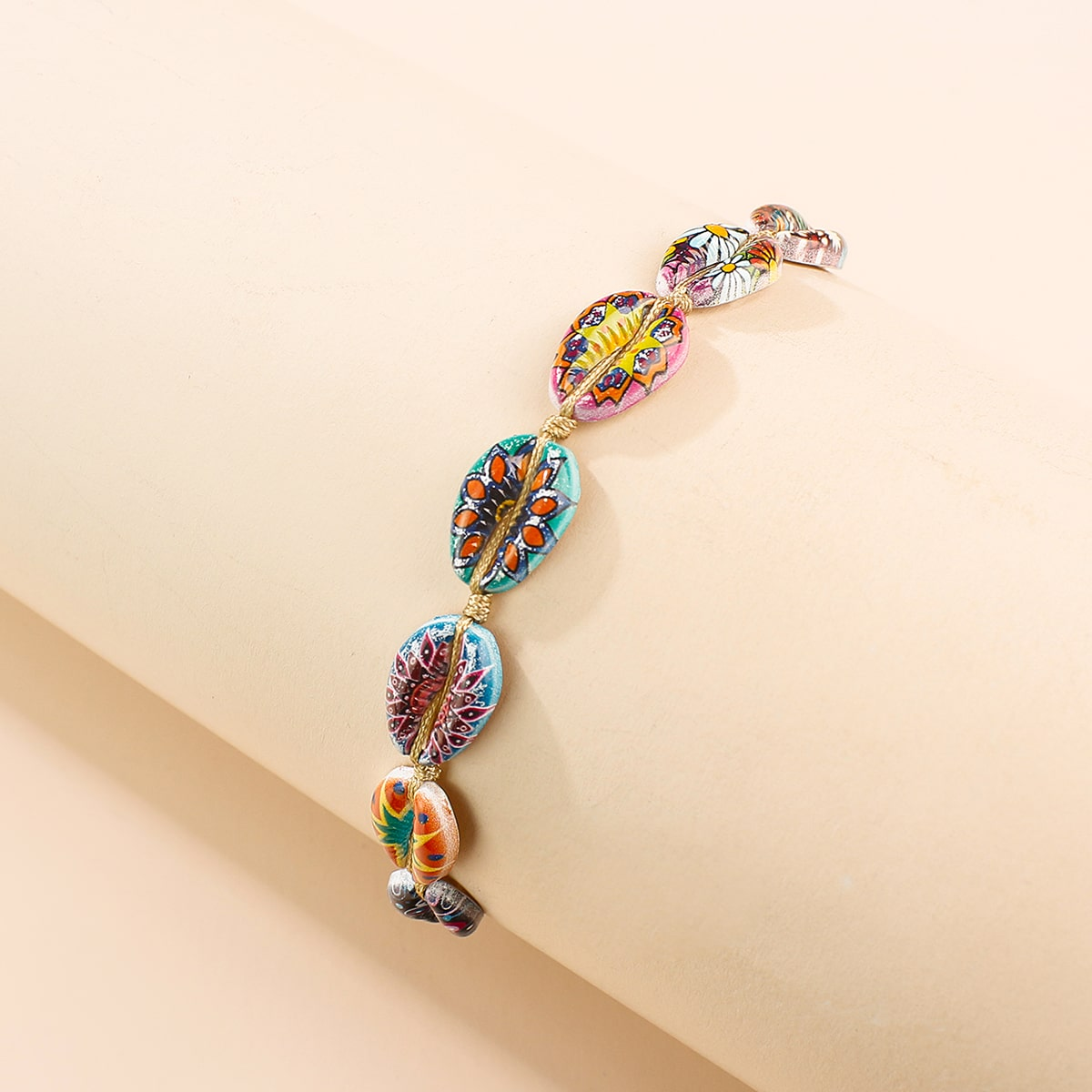 Струнный браслет с декором ракушки фото