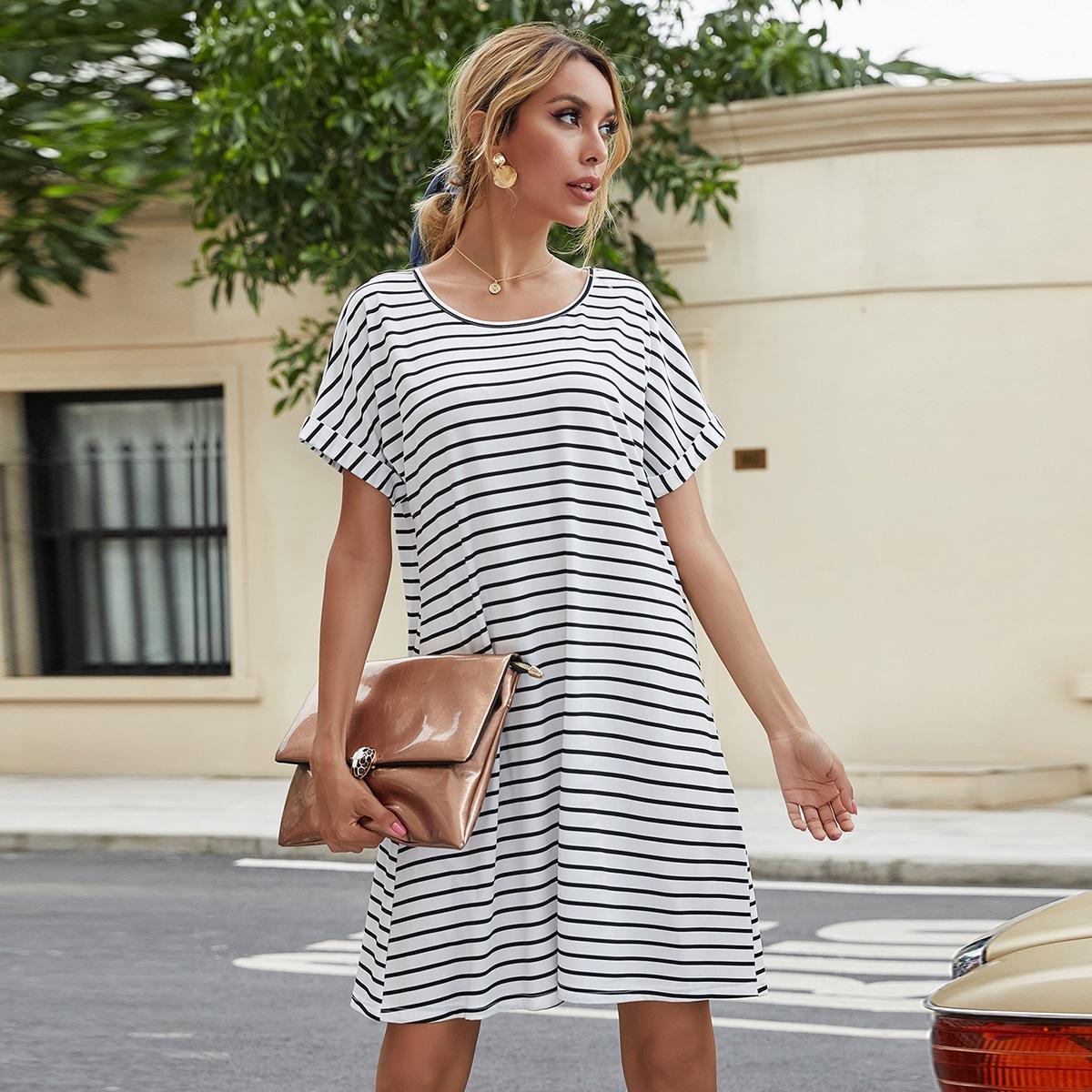 SHEIN / T-Shirt Kleid mit Streifen Muster und gerollten Ärmeln