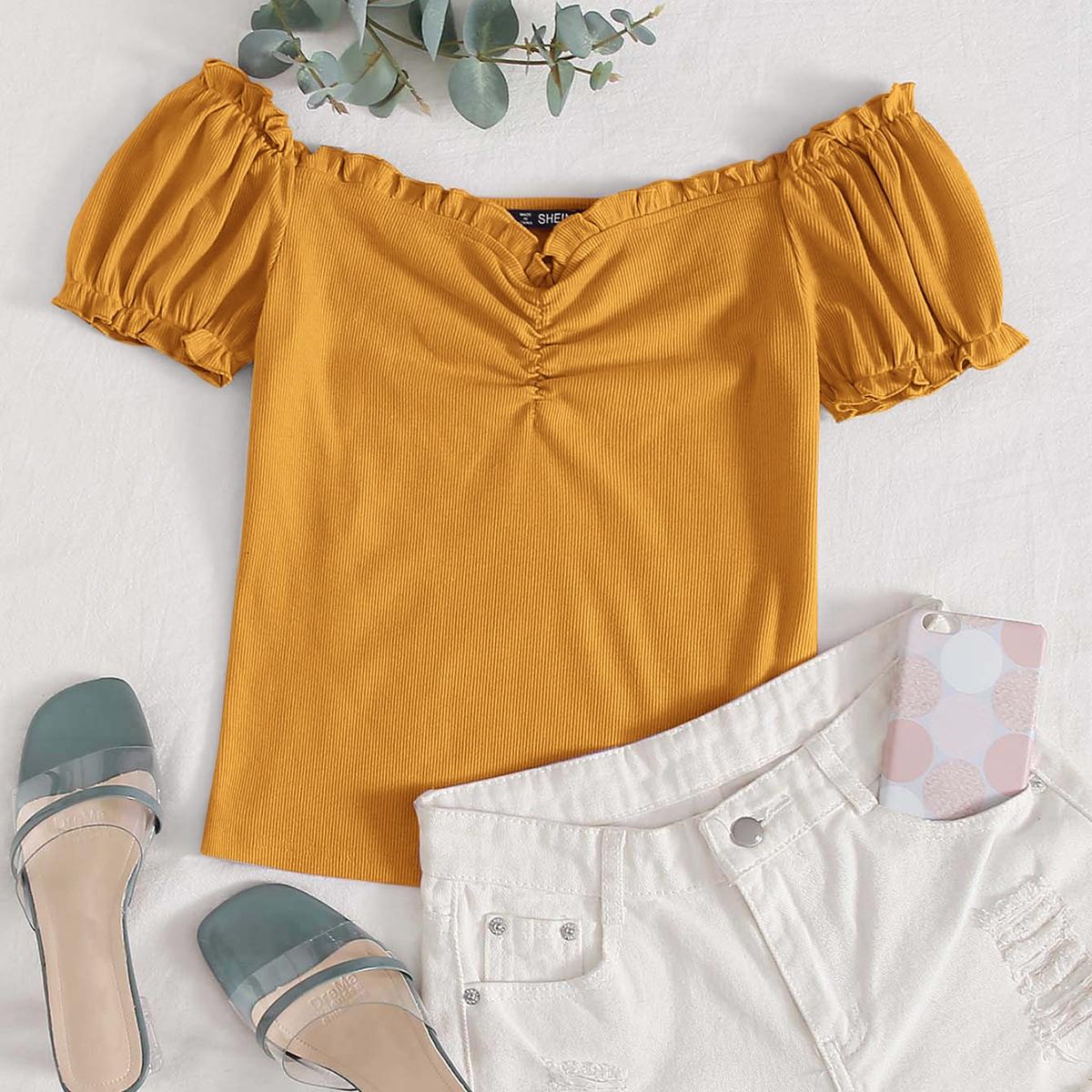 Вязаная футболка с открытыми плечами и складкой фото