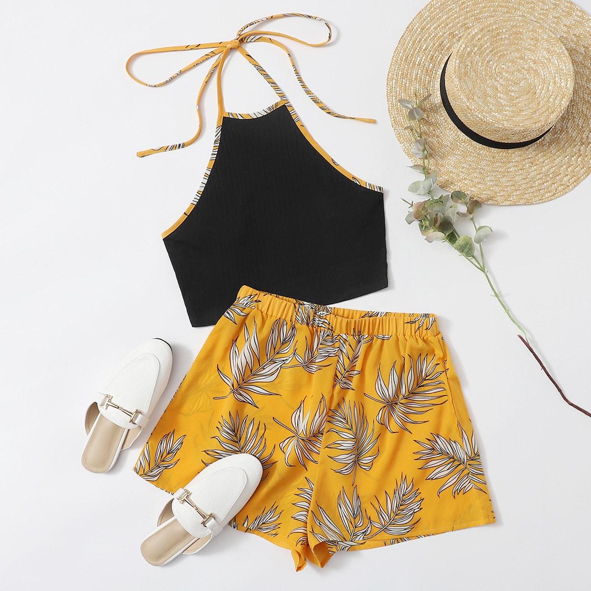 Топ-халтер с узлом сзади и шорты с тропическим принтом фото