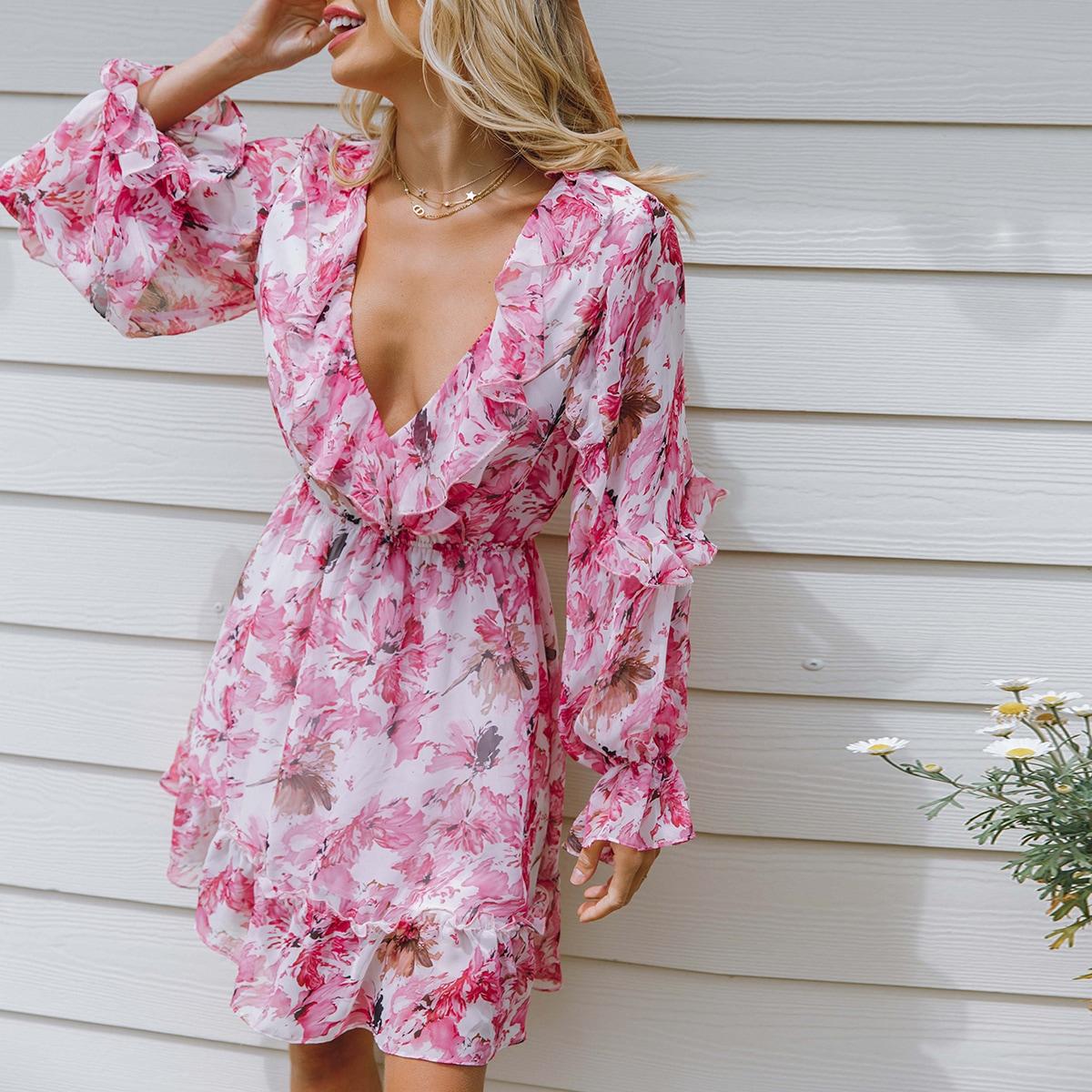 Платье с глубоким воротником и цветочным принтом фото