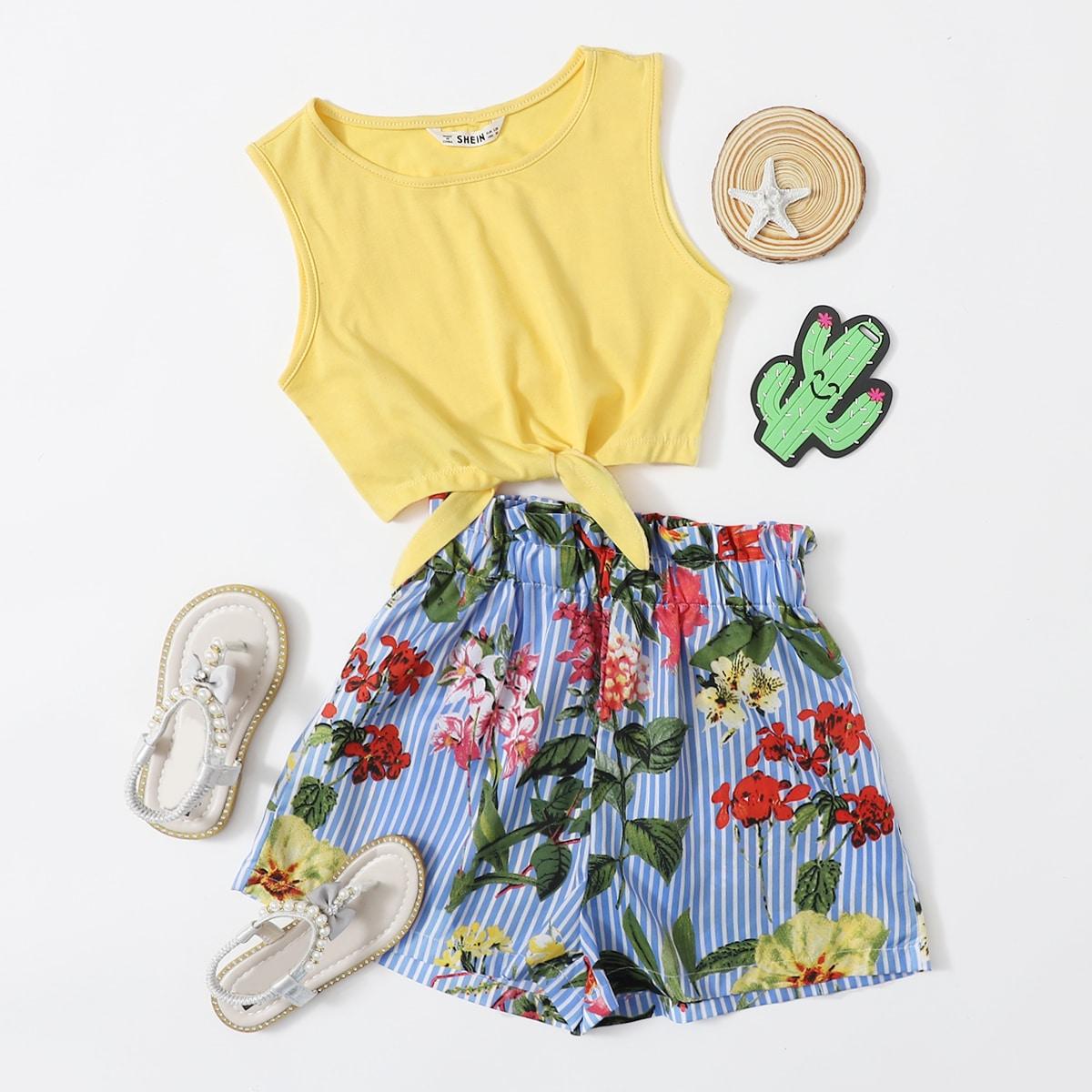 SHEIN / Top mit Knoten am Saum & Shorts mit Papiertasche um die Taille und botanischem & Streifen Muster Set