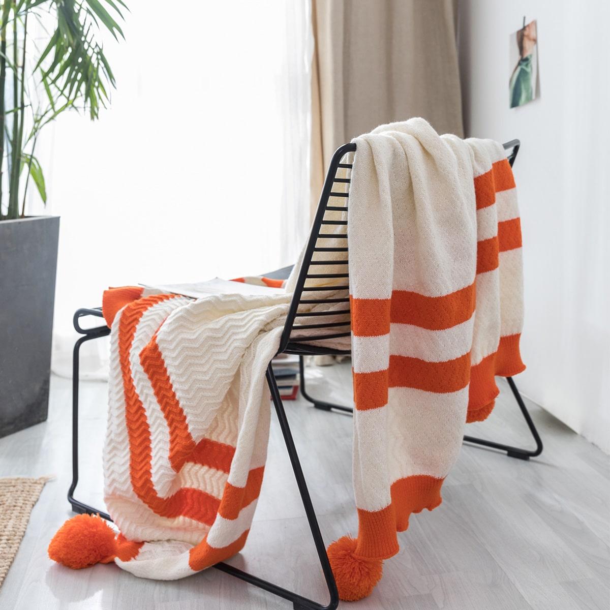 Couverture en tricot avec pompons