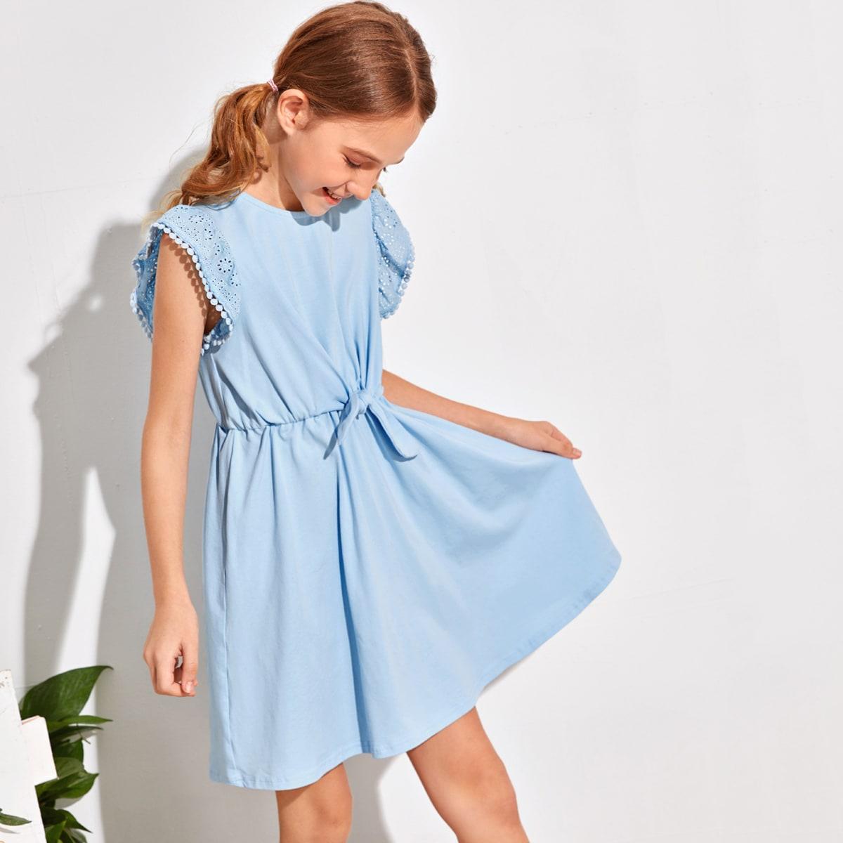 Однотонное платье с узлом и вышивкой для девочек фото