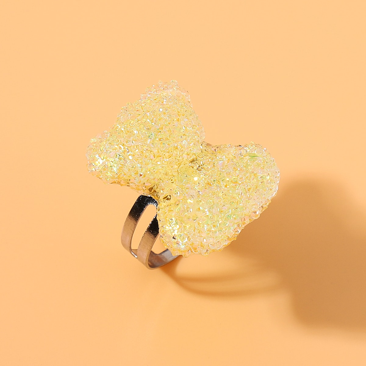 Кольцо с декором акрилового медведя фото