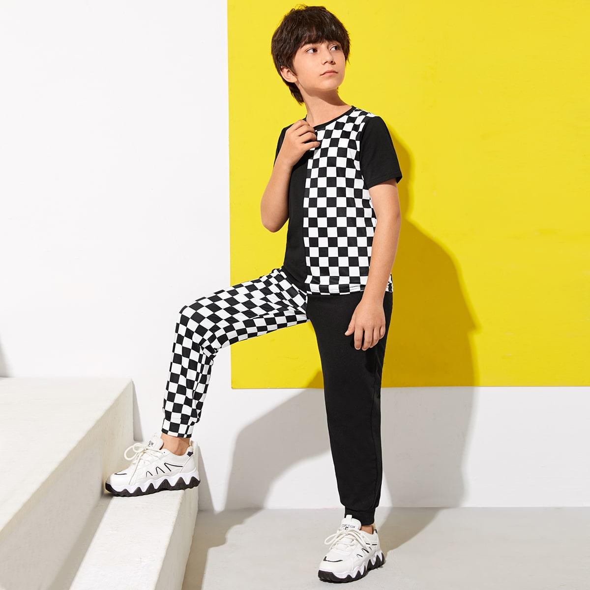Топ в клетку и спортивные брюки для мальчиков от SHEIN