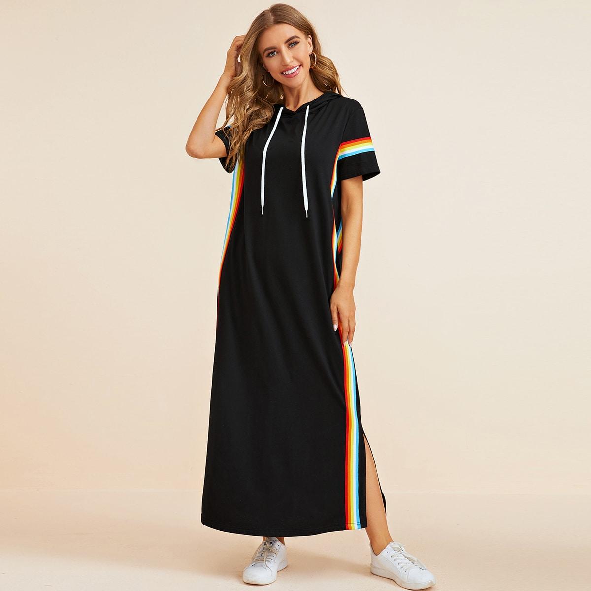 Платье с капюшоном, разрезом и радужной полосатой лентой фото