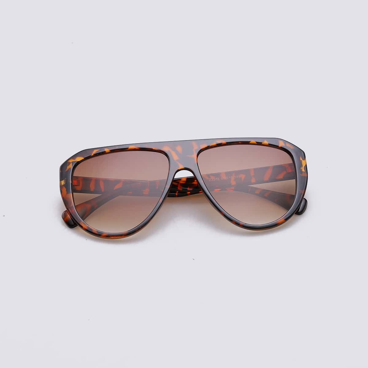 Мужские солнцезащитные очки в черепаховой оправе фото