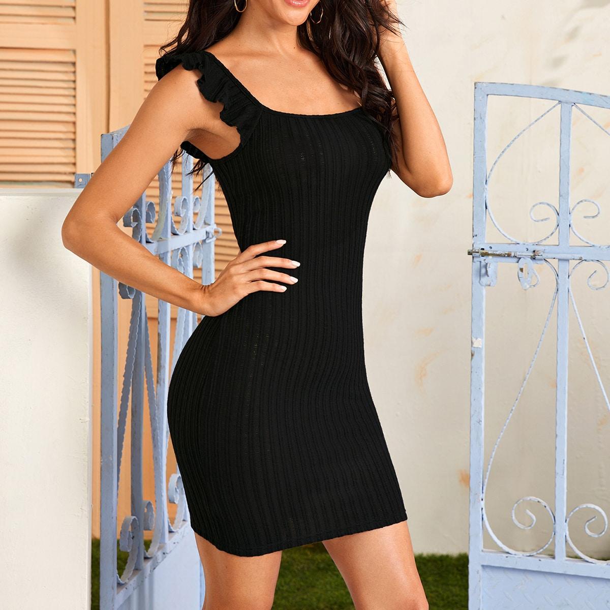 Облегающее трикотажное платье с оборками фото