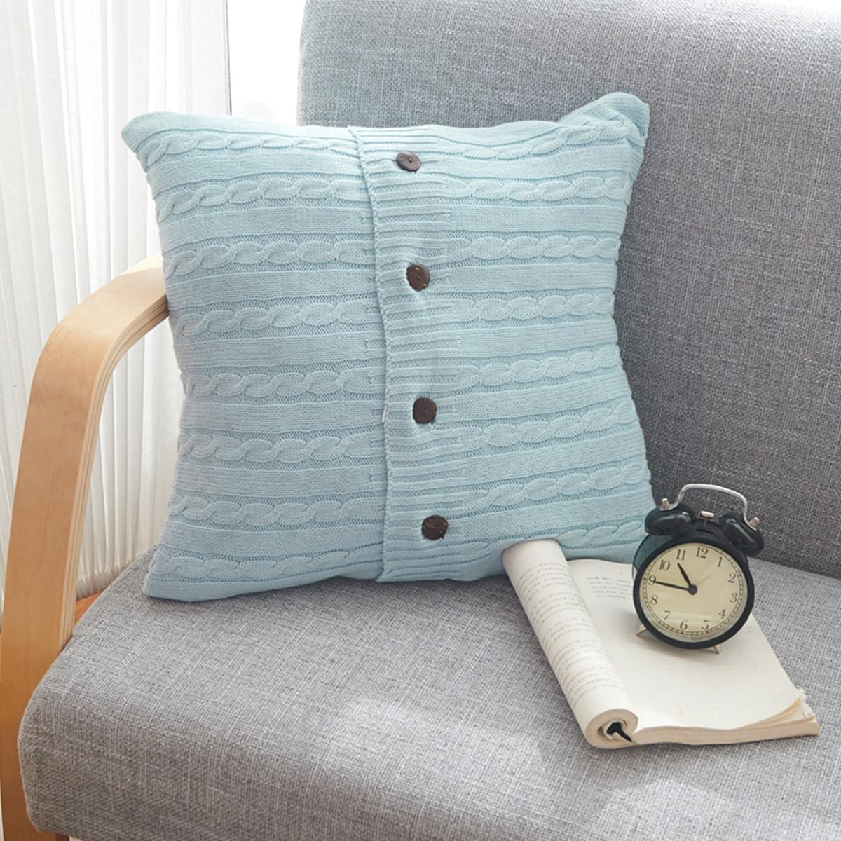 Вязаный чехол для подушки с пуговицами без наполнителя фото