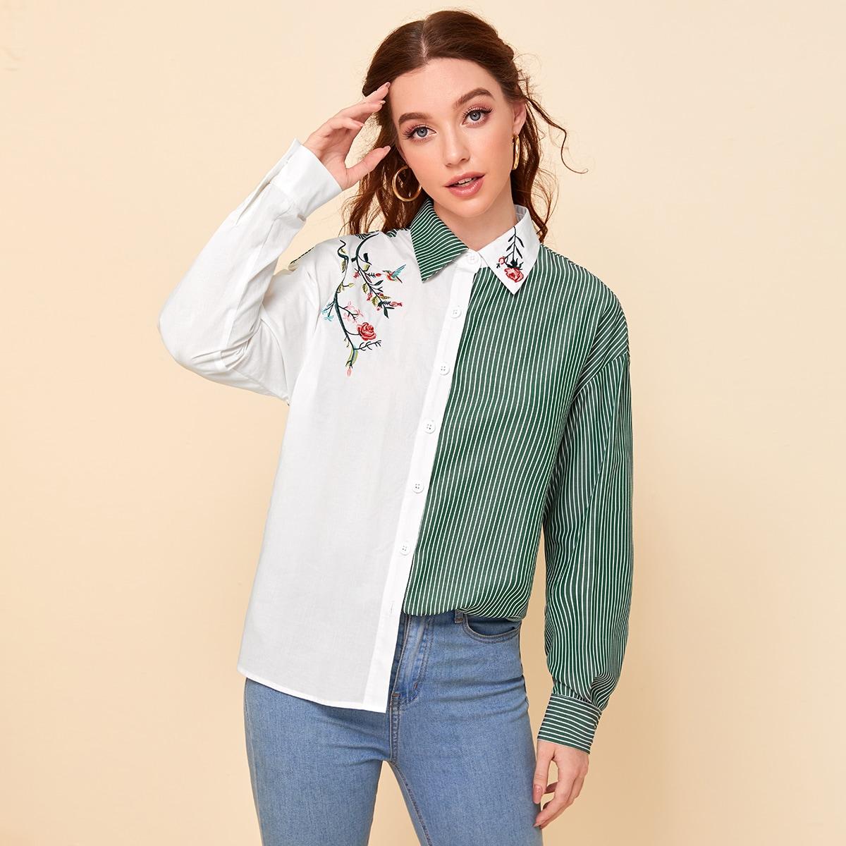 Полосатая блузка с пуговицами и цветочной вышивкой фото