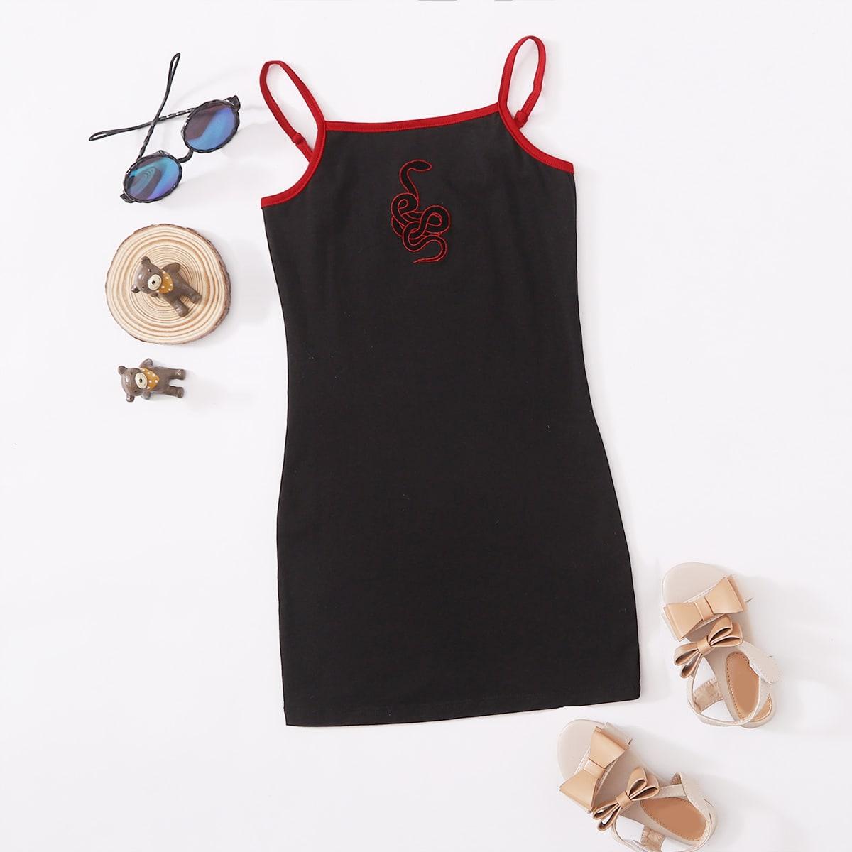 Платье на бретелях с контрастной отделкой и вышивкой для девочек фото