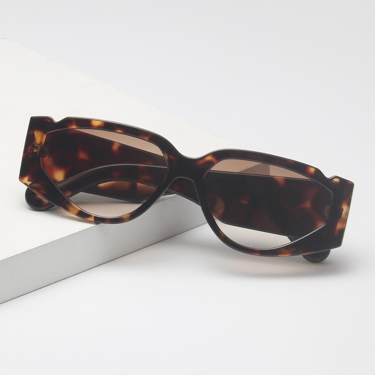 Солнцезащитные очки в черепаховой оправе фото