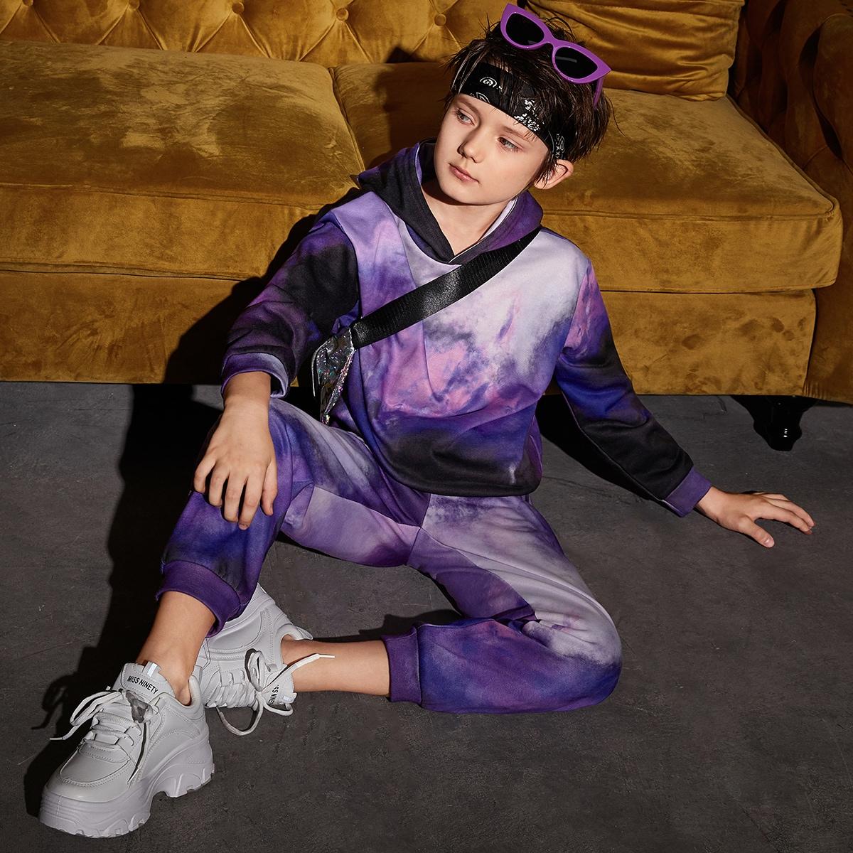Разноцветная толстовка и спортивные брюки для мальчиков от SHEIN