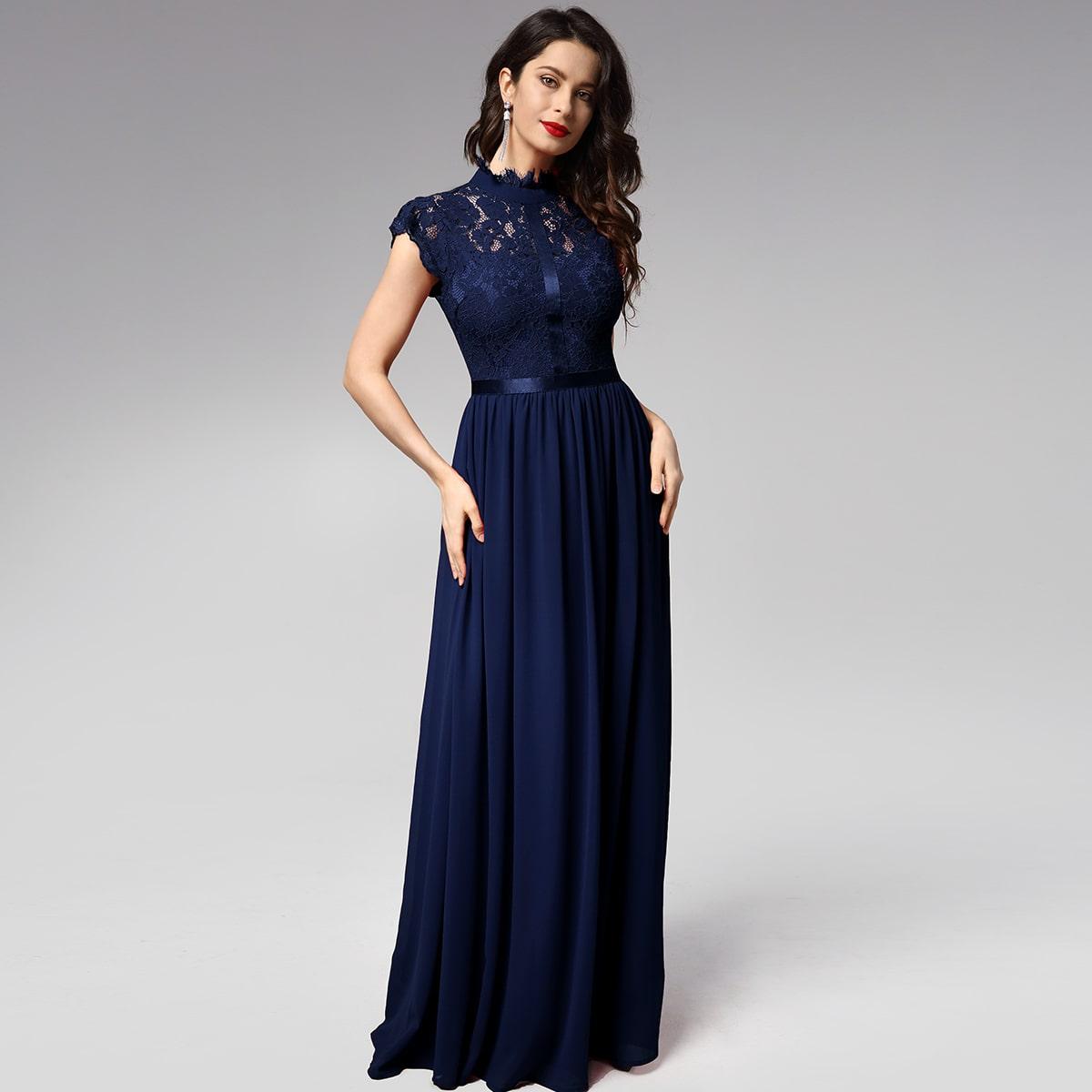 Шифоновое платье с кружевной отделкой фото