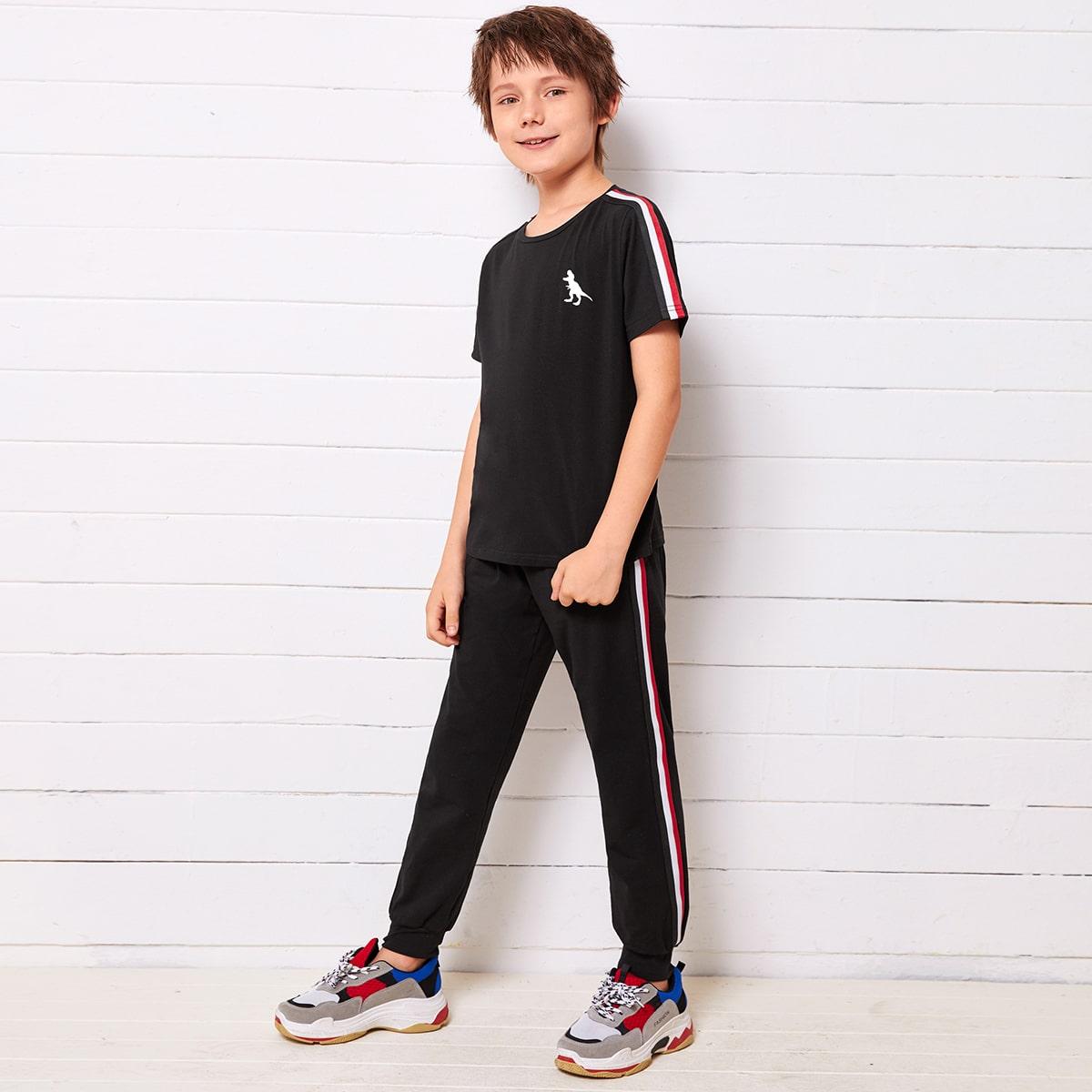 Топ с принтом динозавра и спортивные брюки для мальчиков от SHEIN