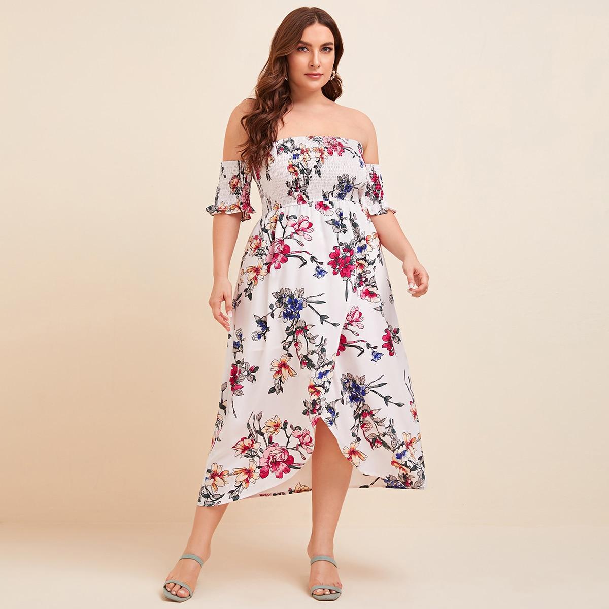Платье на запах размера плюс с цветочным принтом и открытыми плечами фото