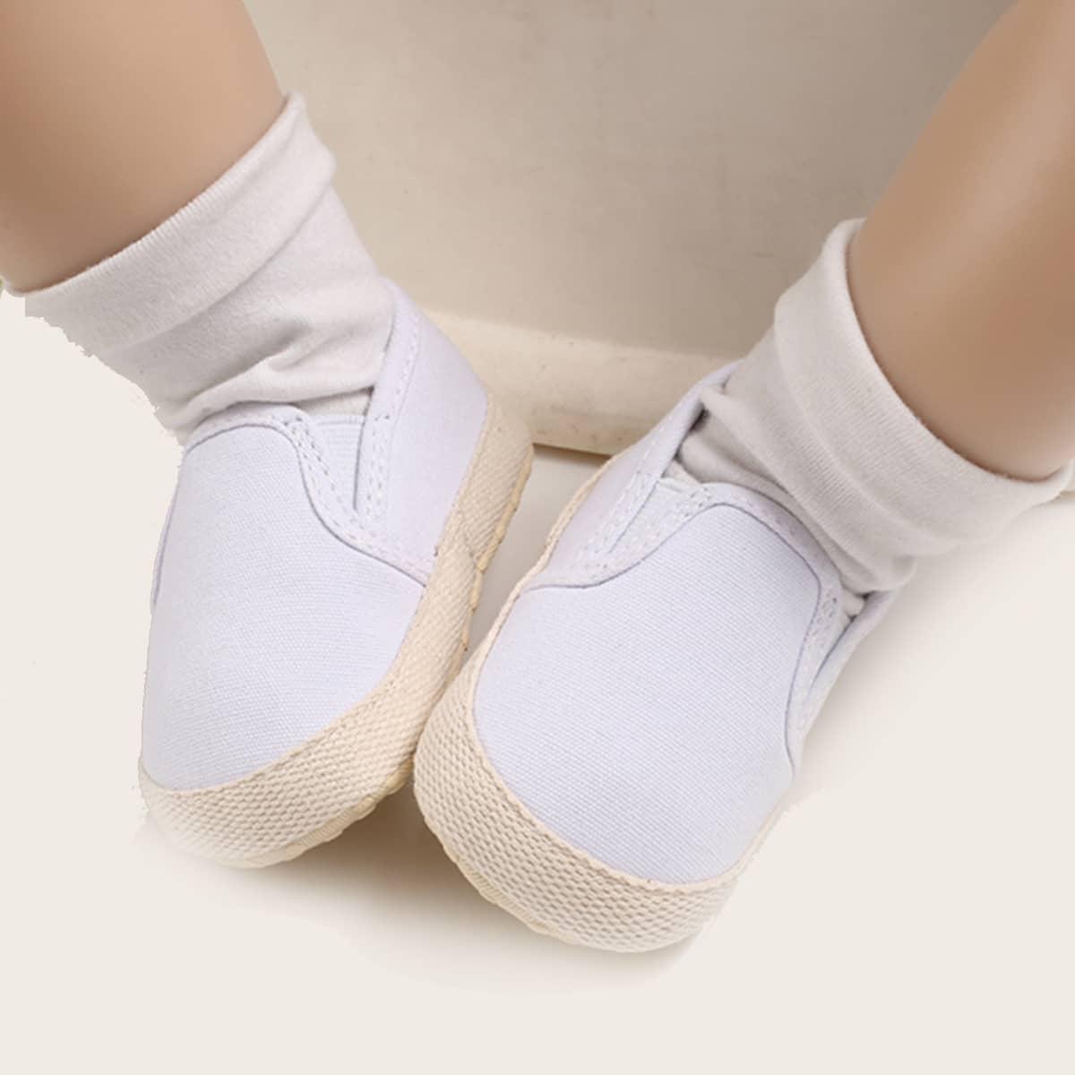 Минималистские кроссовки для мальчиков от SHEIN