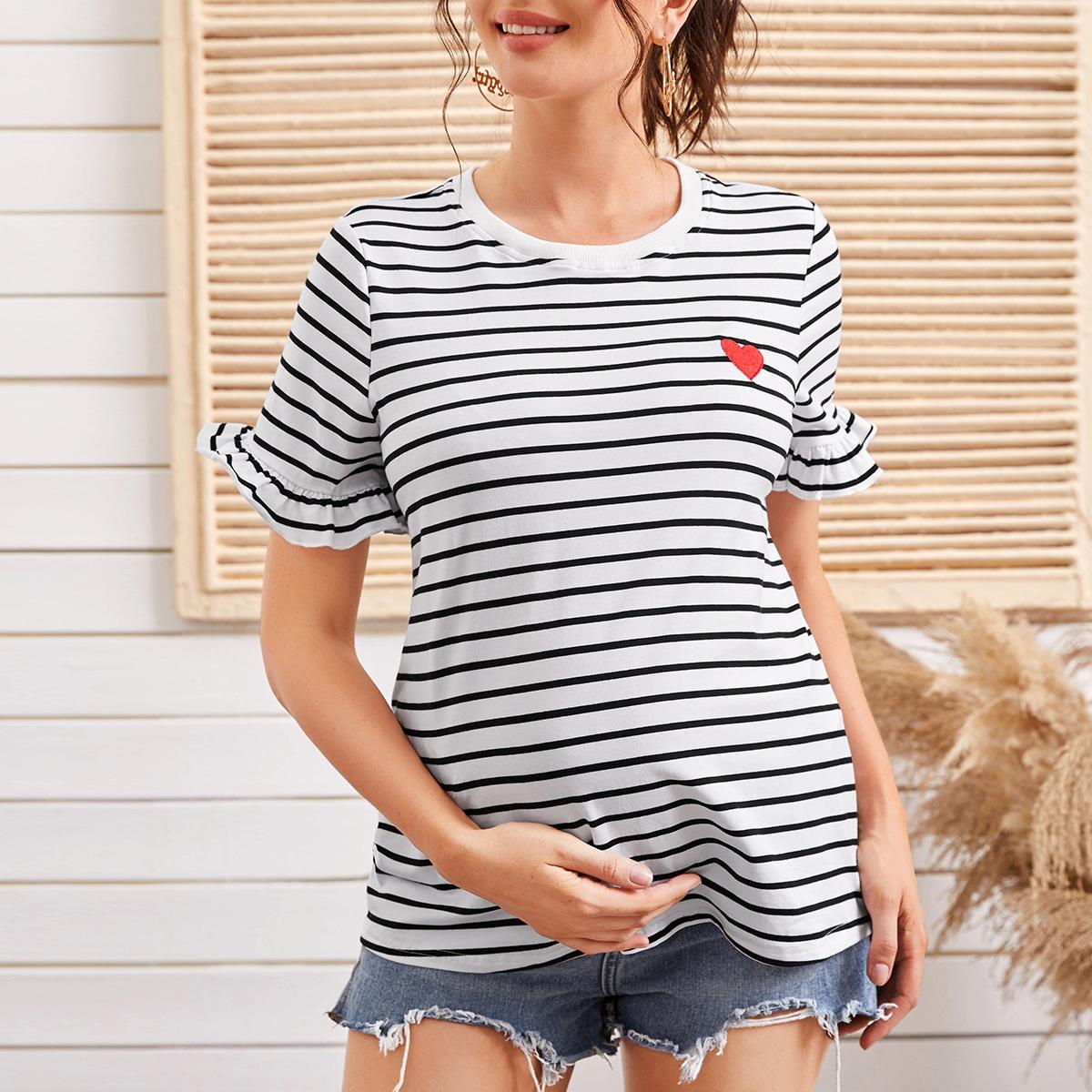 Полосатая футболка с вышивкой сердечка и оборкой для беременных от SHEIN