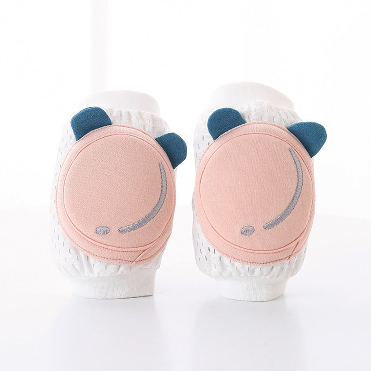 SHEIN / Baby Cartoon Design Knee Pads