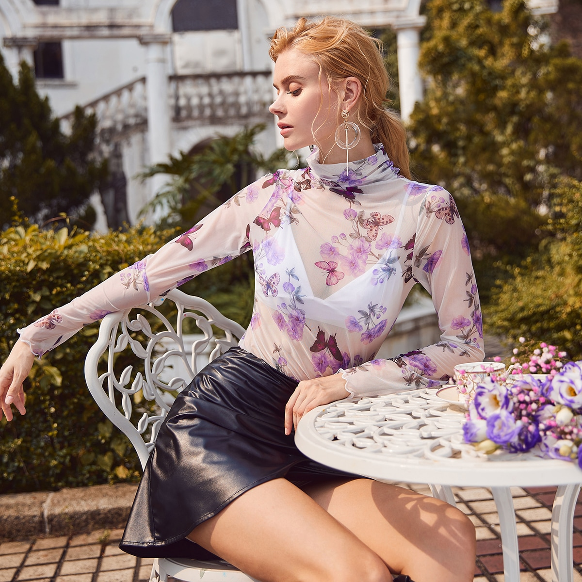 Stand Neck Floral en Butterfly Mesh Top