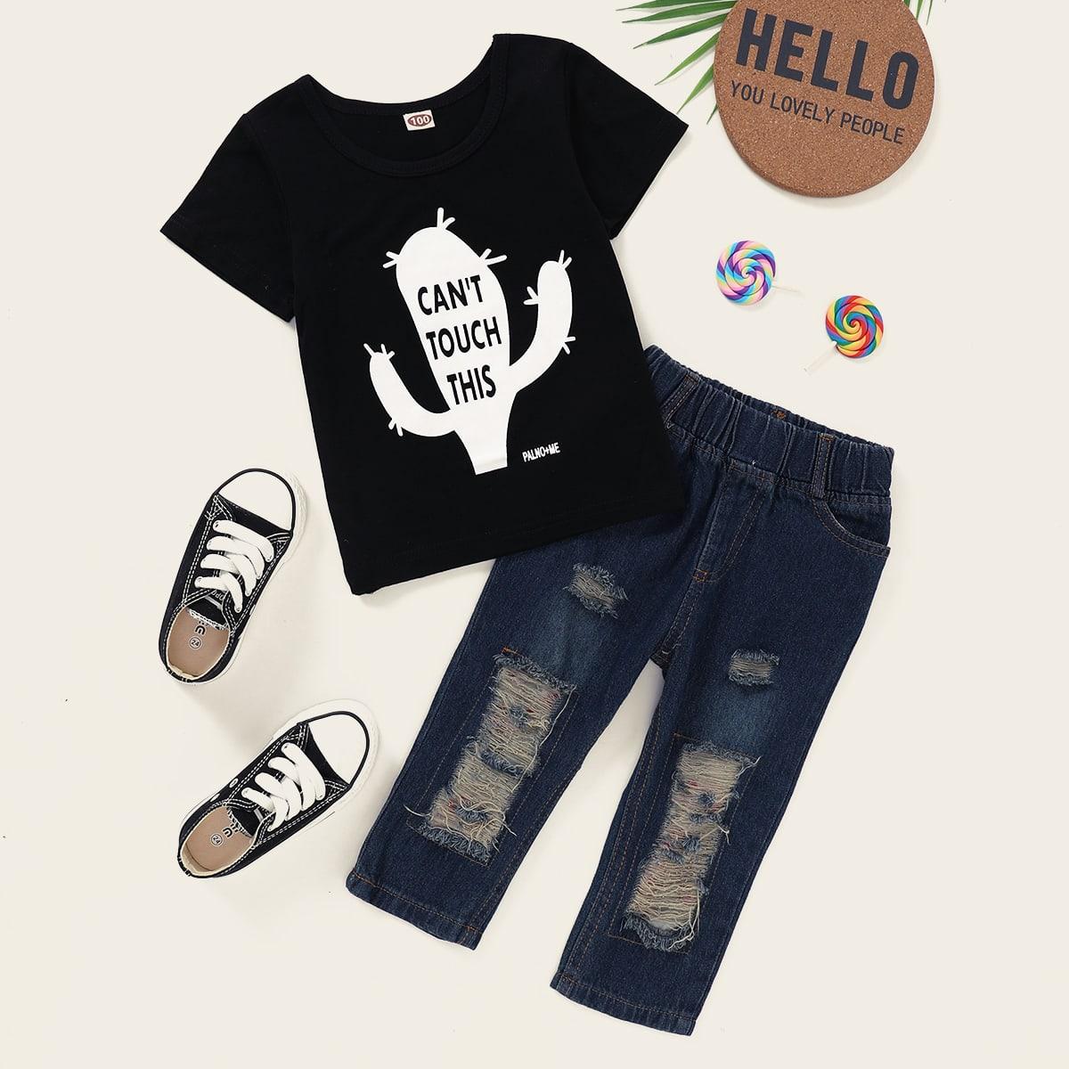 Футболка с рисунками буквы и рваные джинсы для мальчика от SHEIN