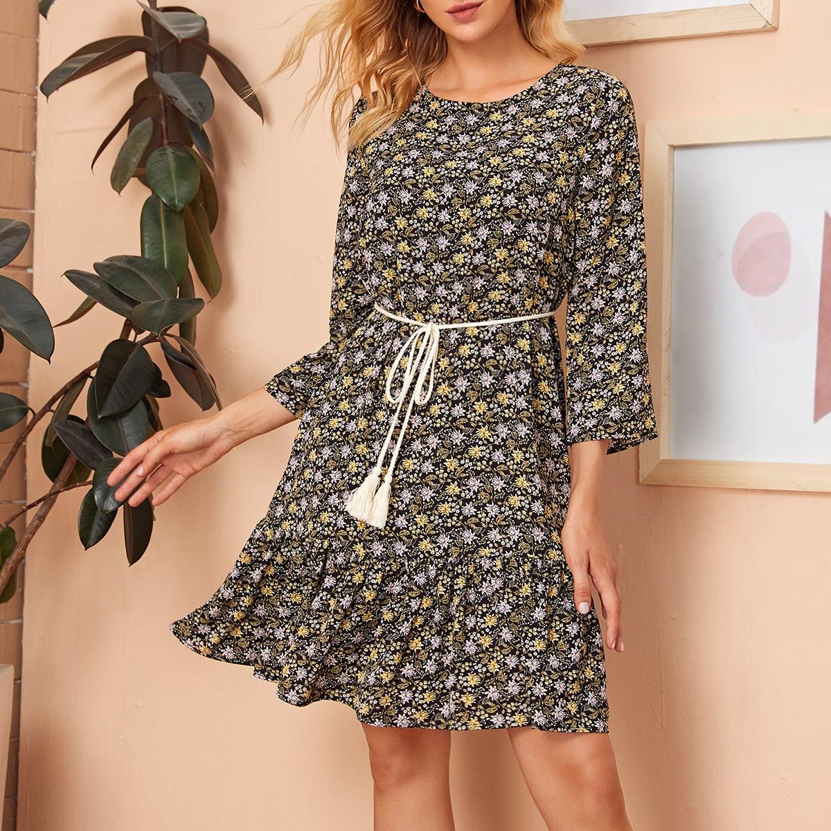 Платье с цветочным принтом, поясом и оборкой фото