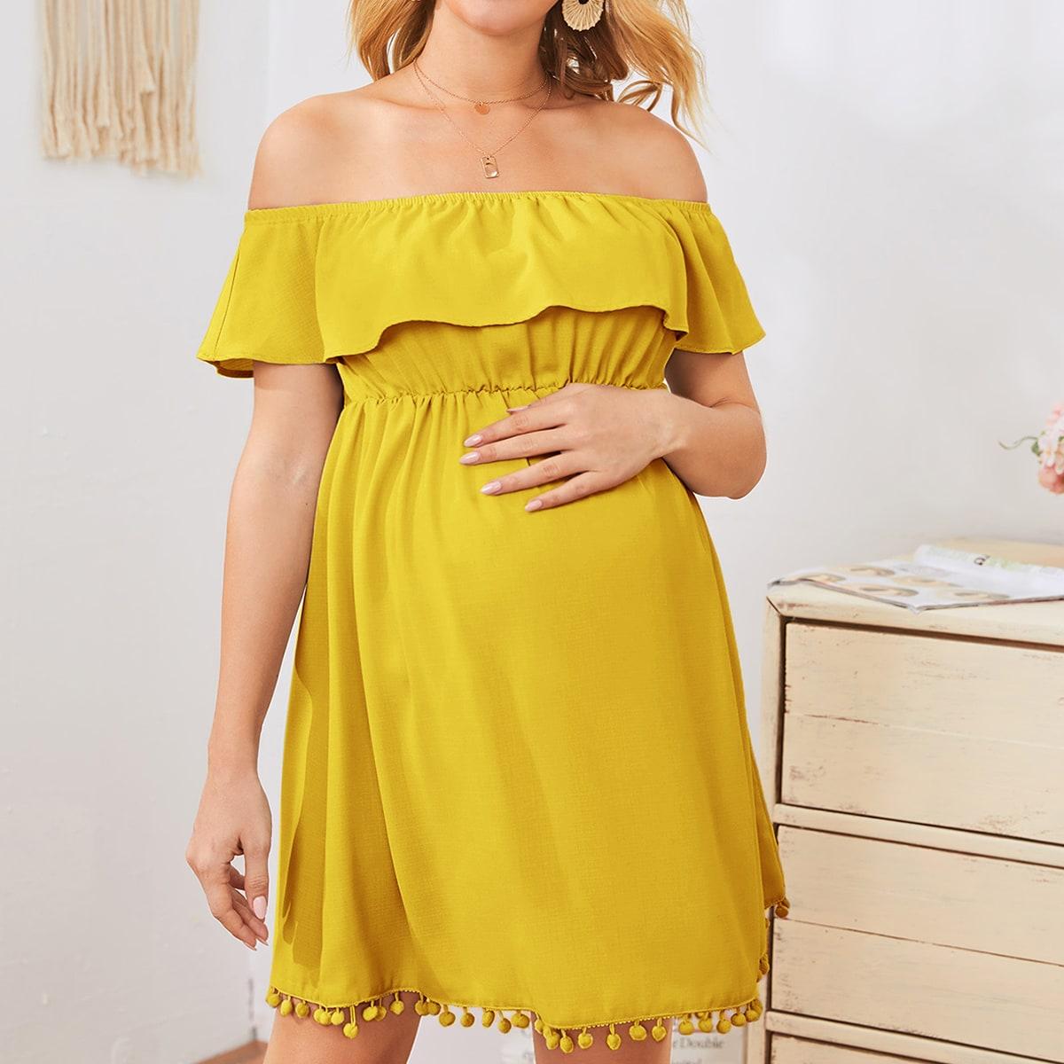 Платье с открытыми плечами и помпоном для беременных фото