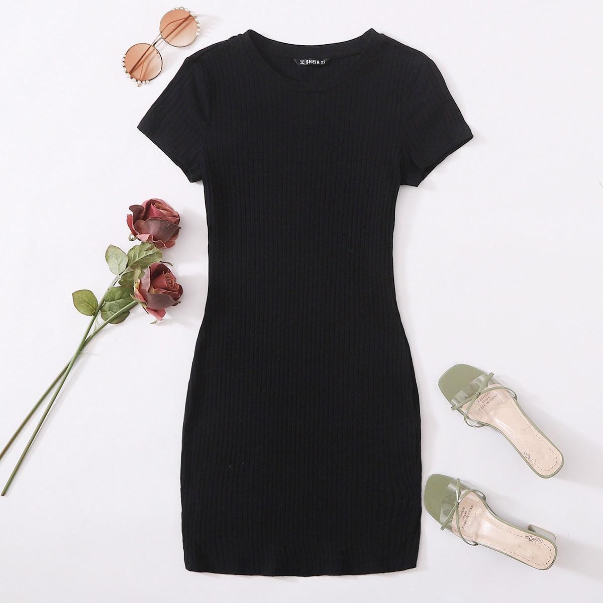 Однотонное трикотажное облегаюшее платье фото
