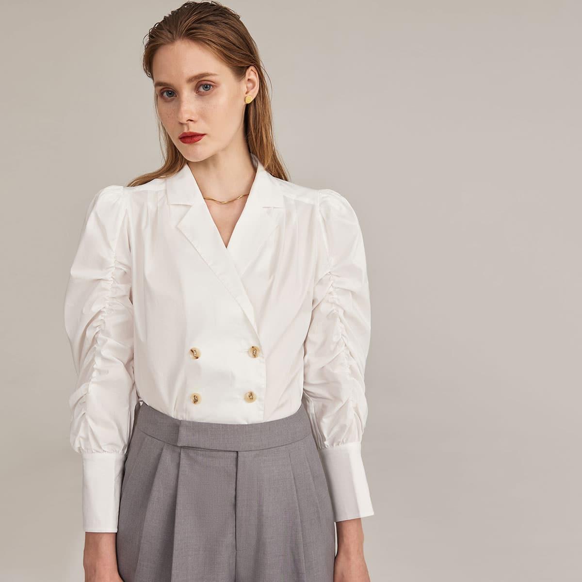 Двубортная блуза с оригинальным рукавом фото