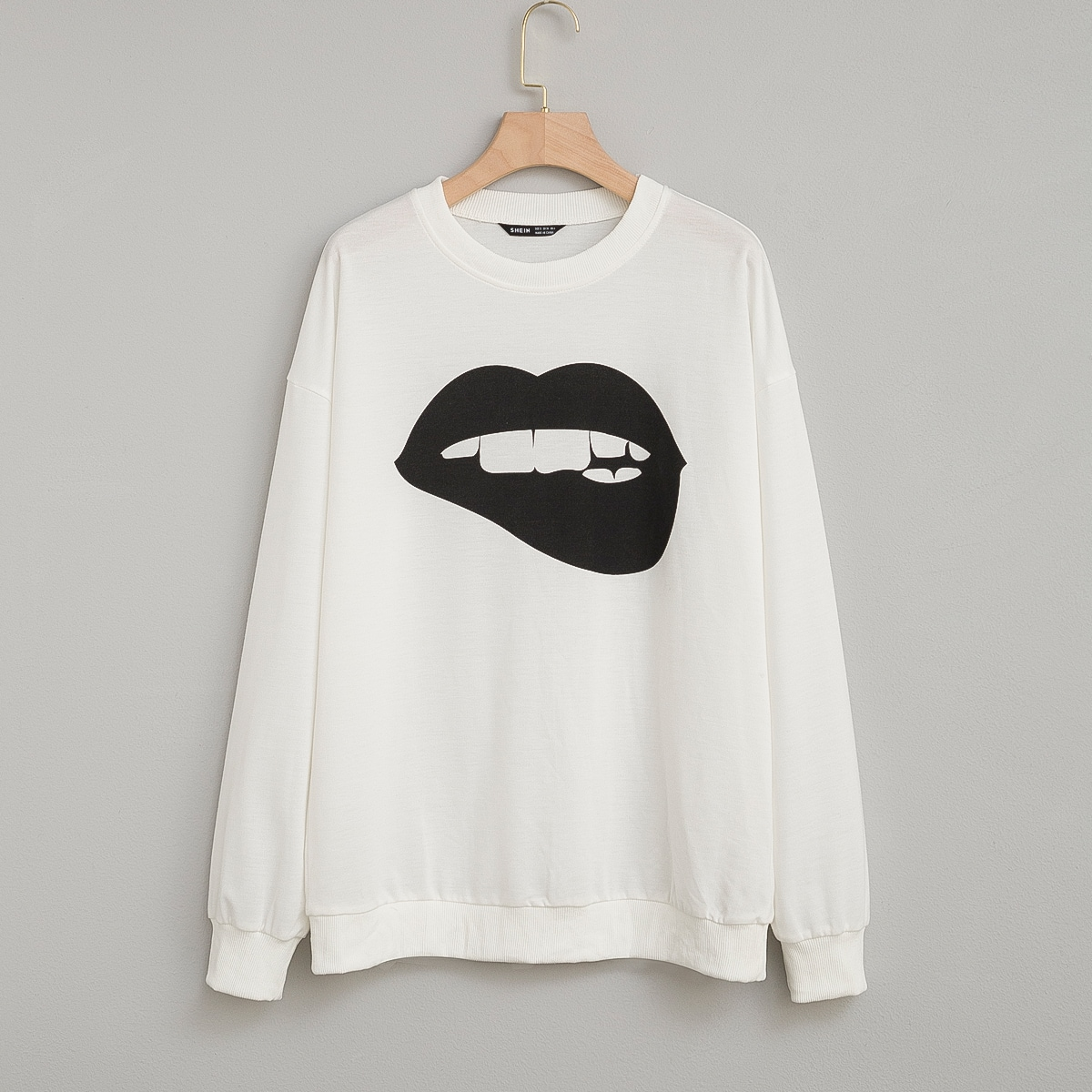 Lip Print Drop Shoulder Sweatshirt