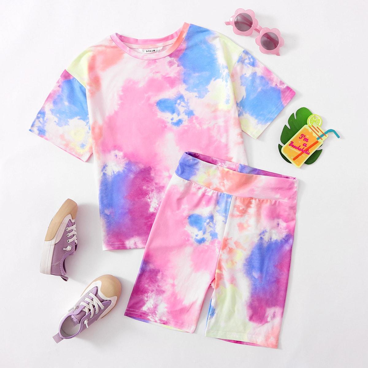 Разноцветная футболка и байкерские шорты для девочек фото