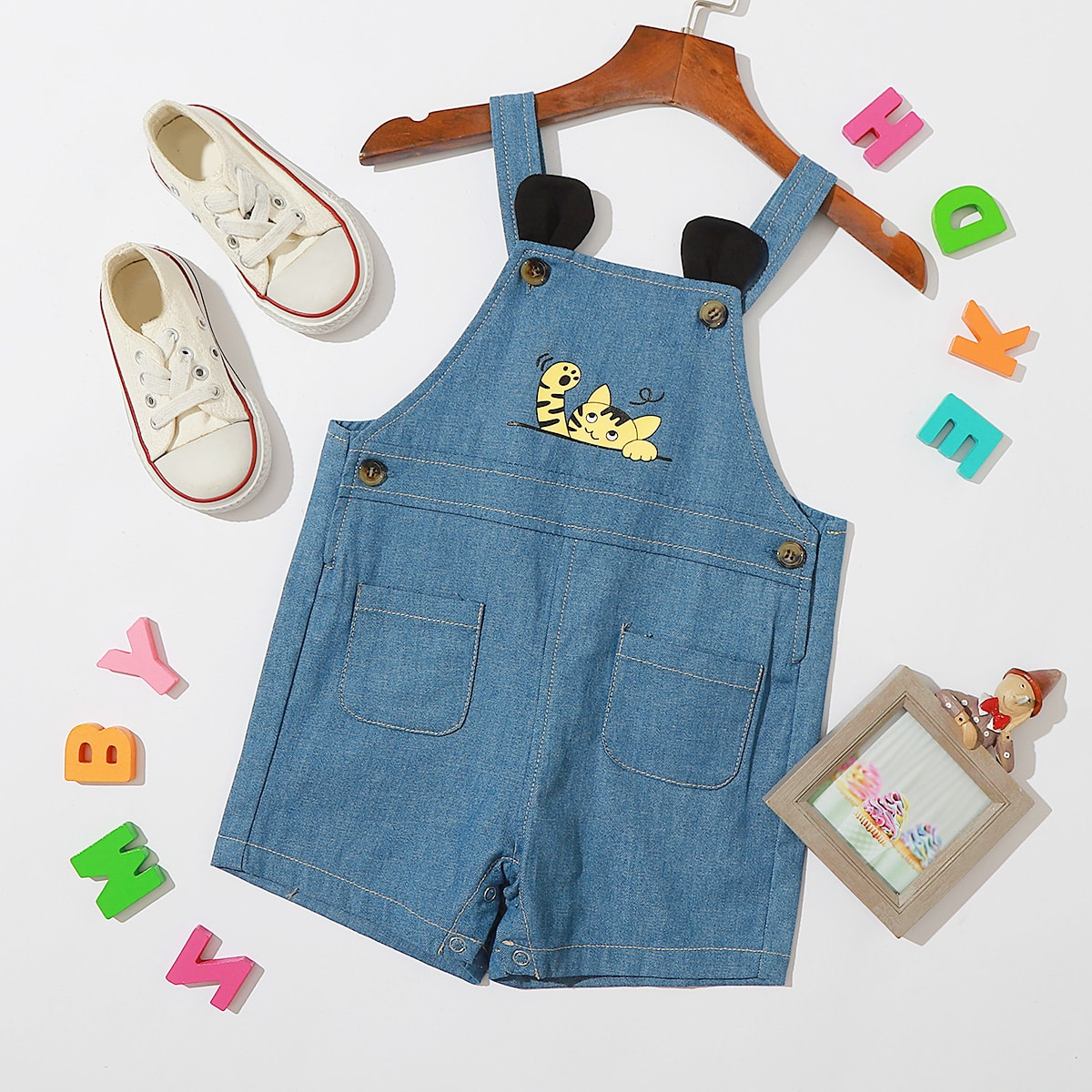 Средний Синий Умывания с карманами Мультяшный принт Деним для малышей от SHEIN