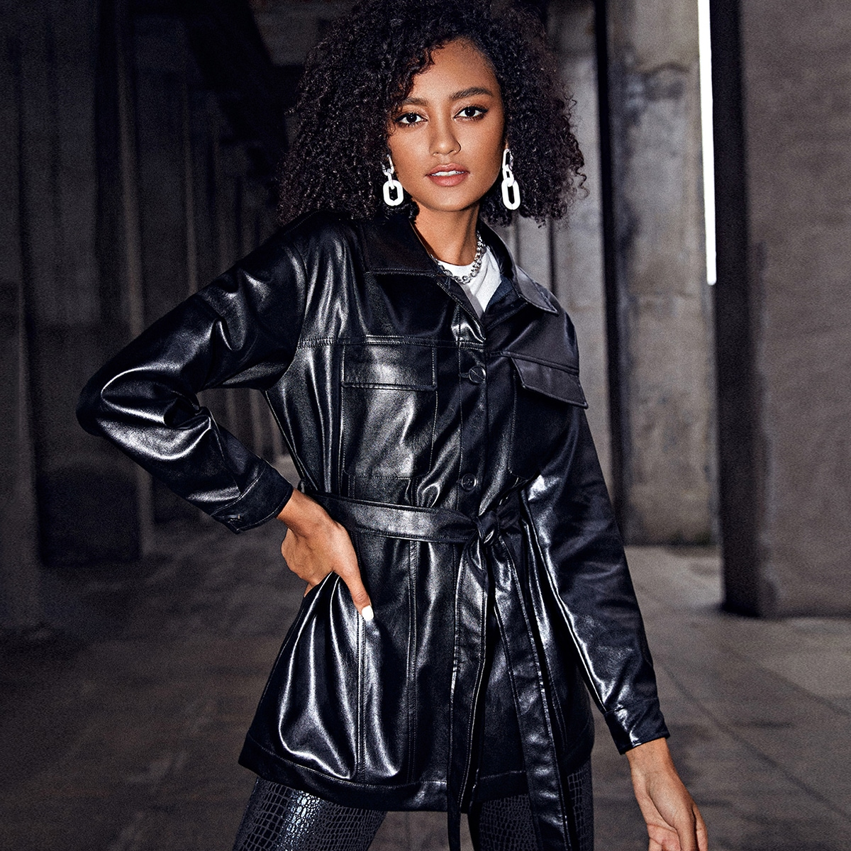 Куртка из искусственной кожи с карманом и поясом