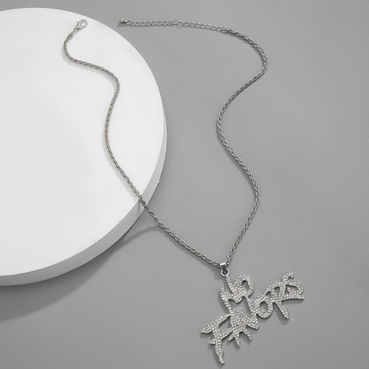 Мужское ожерелье с буквами и стразами от SHEIN