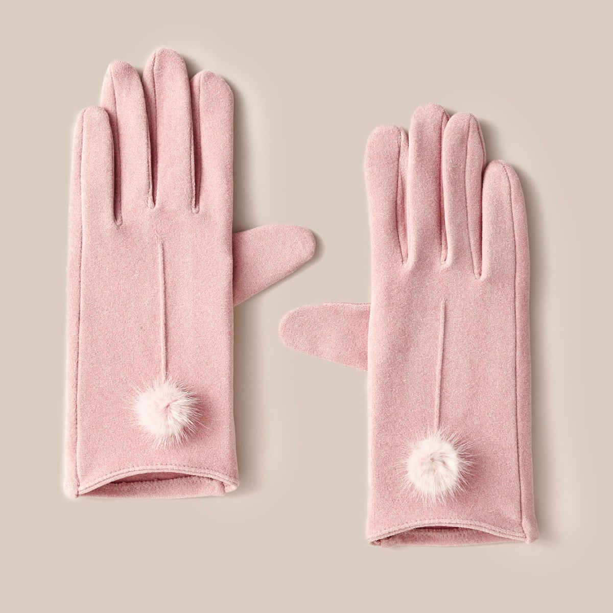 Перчатки с помпоном